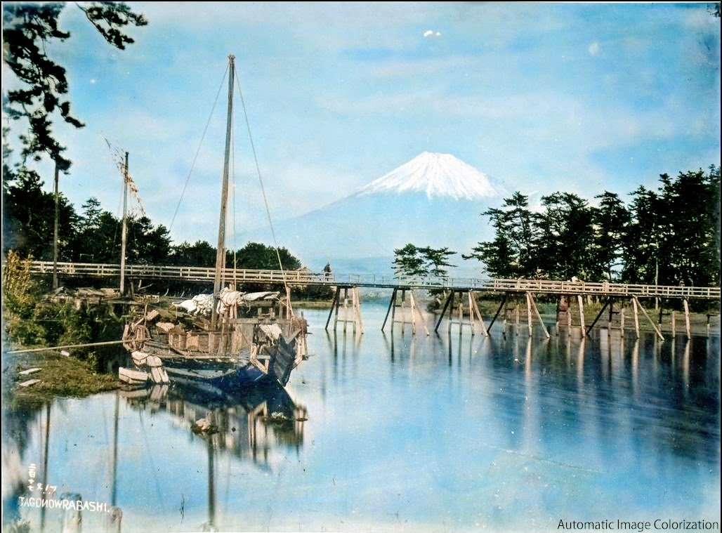 富士山(1886年、Adolfo Farsari氏撮影)