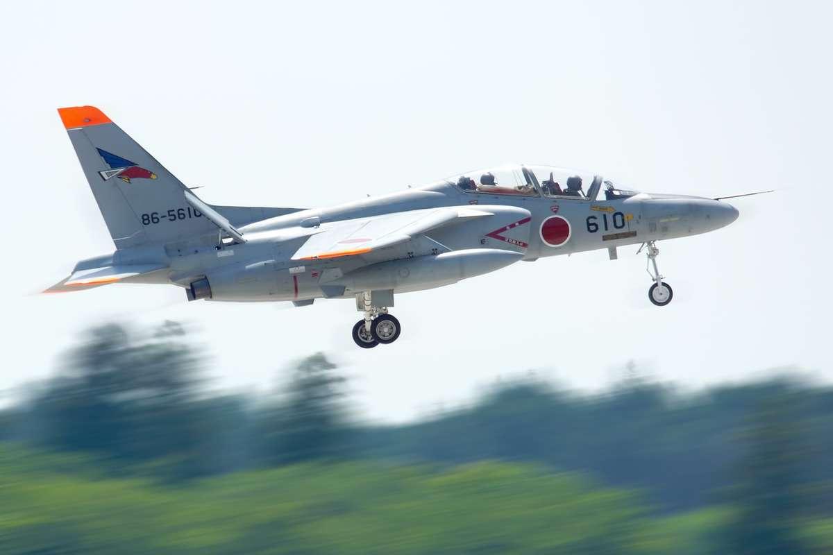自衛隊T-4練習機