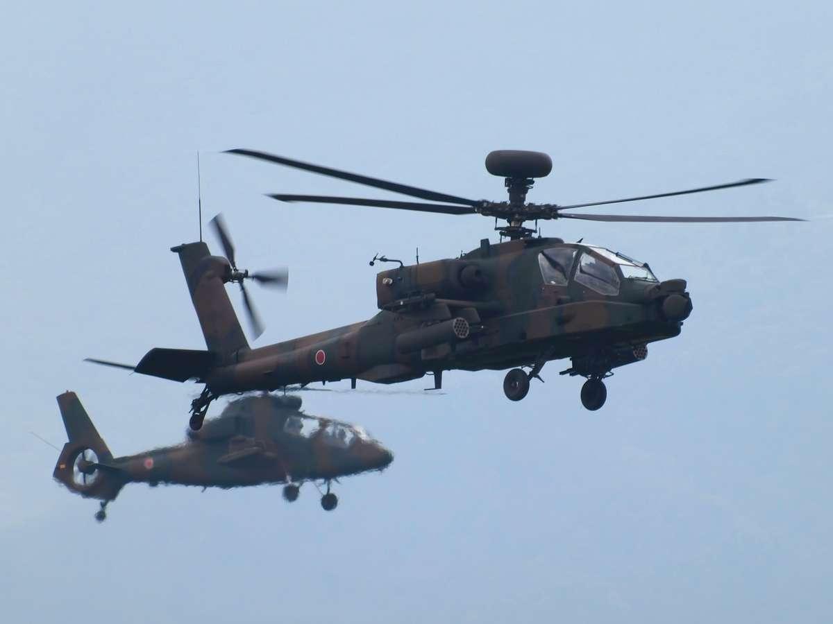総火演のAH-64DとOH-1ヘリ