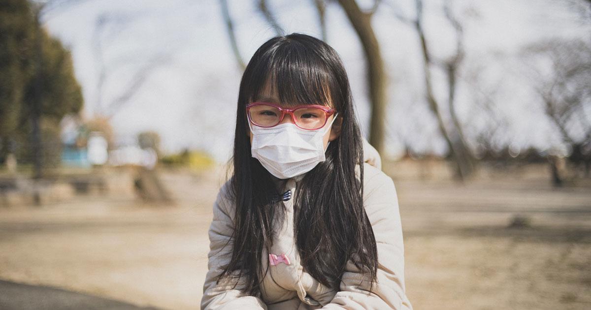 マスクをする可愛い女の子