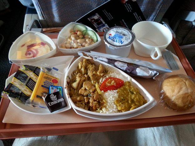 エミレーツ航空エコノミークラスの機内食