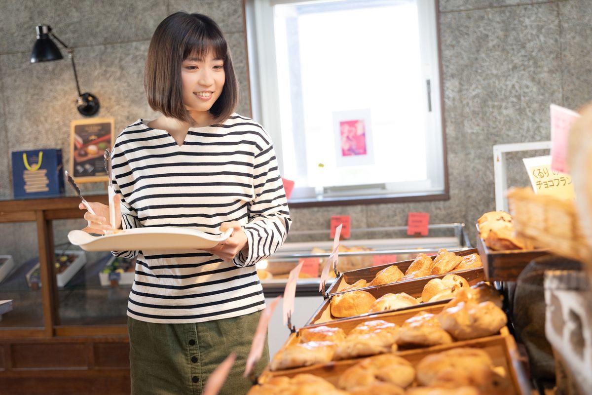 パン屋でトング
