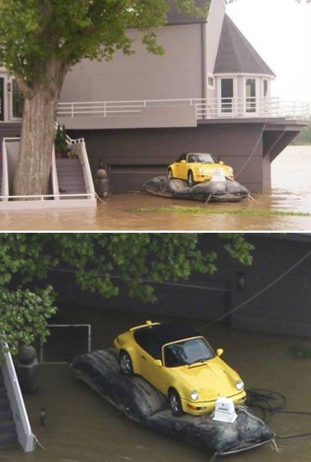 洪水に浮かべる車