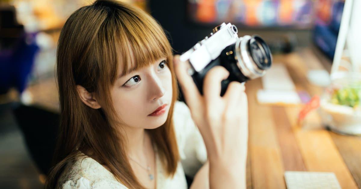 カメラを持った美少女