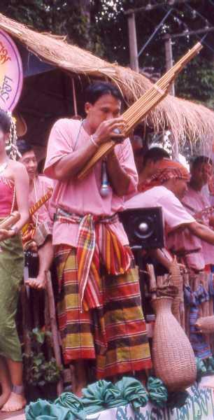 ケーン(ラオスを中心にタイやカンボジアに分布する、笙の原型となった竹製の楽器)