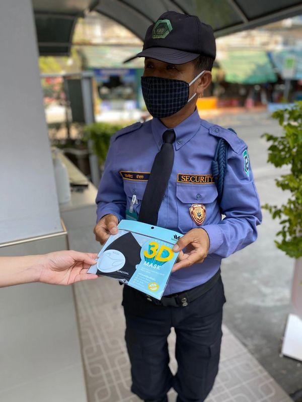 様々な組織にマスクを寄付