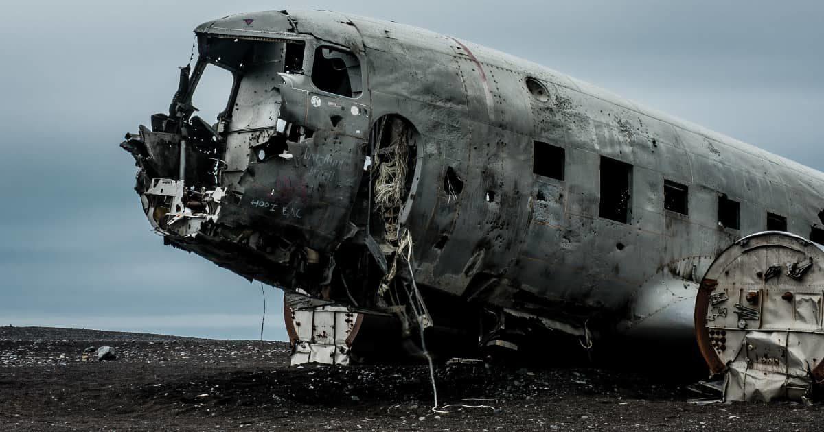 ボロボロになった飛行機