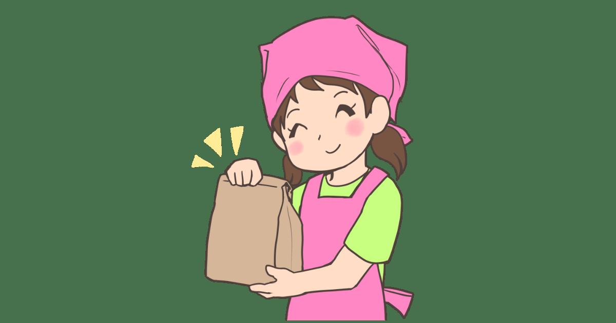 紙袋を持つ女性店員