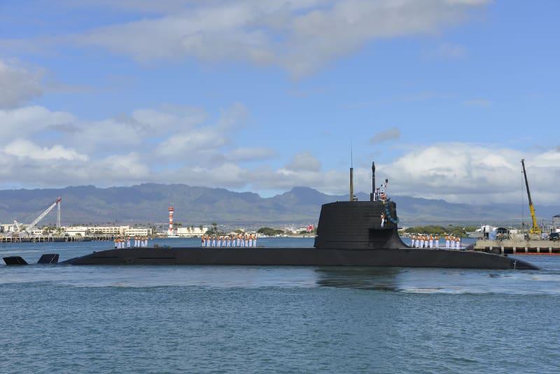 平成24年度米国派遣訓練で真珠湾に寄港する潜水艦はくりゅう。