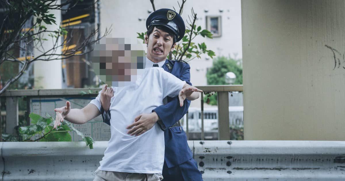 警察官(警官)に確保された犯人