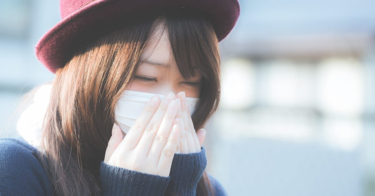 マスクをする美少女