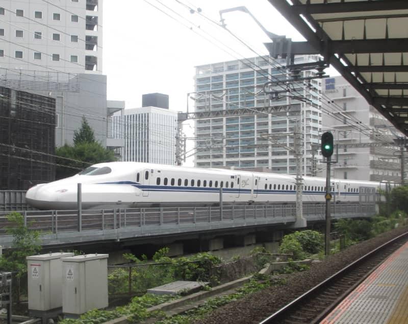 品川 - 新横浜間を走行するN700S系電車
