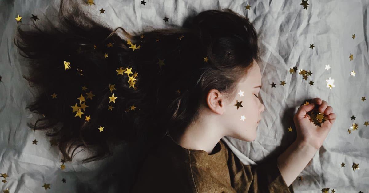 寝ている外国人美少女