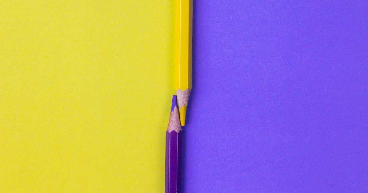 色鉛筆の黄色と紫