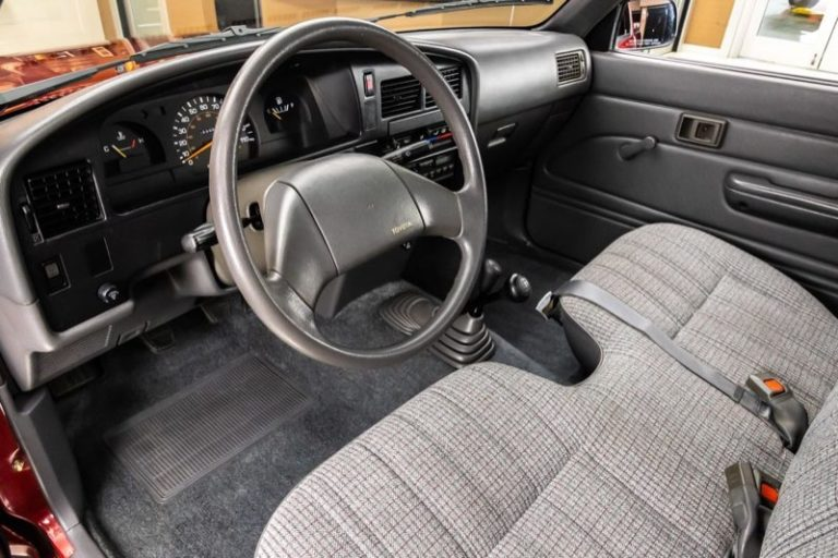 トヨタ「ハイラックス・4WD」インテリア