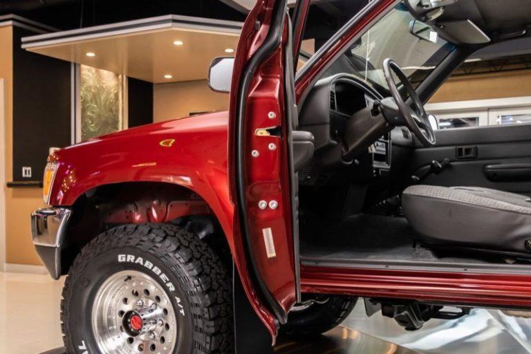 トヨタ「ハイラックス・4WD」