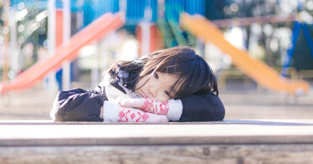 寝転がる可愛い女の子