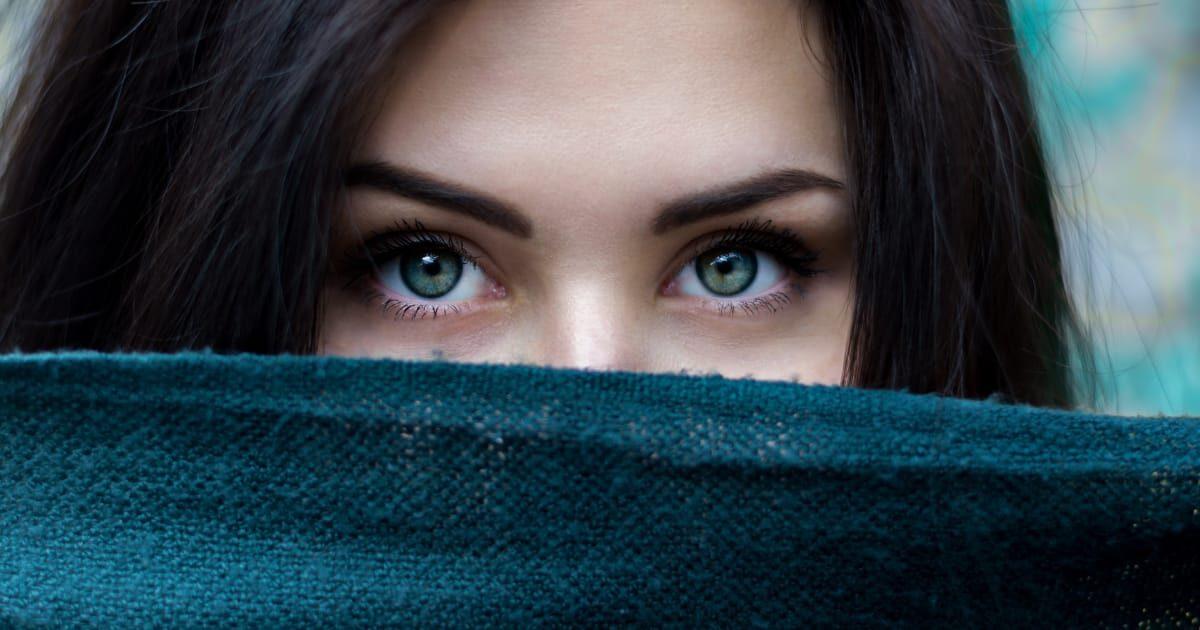 眼力のある外国人美女